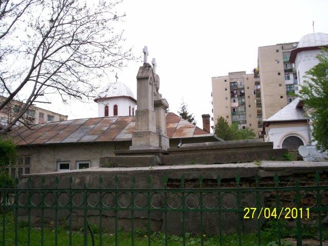 Monumentul ostaşilor rusi căzuţi în bătălia Olteniţei , din războiul Crimeei arata asa?